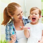 mom_daughter_brush_toothbrush
